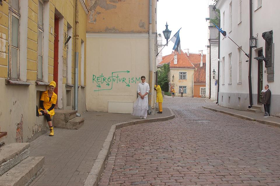 03 7 Hens for Tallinn Image